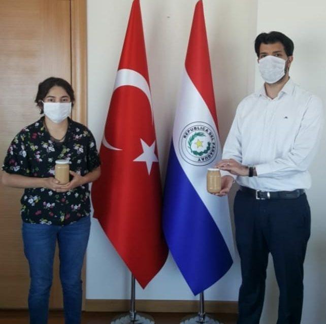 Fabrica y vende dulce de leche casero en Turquía