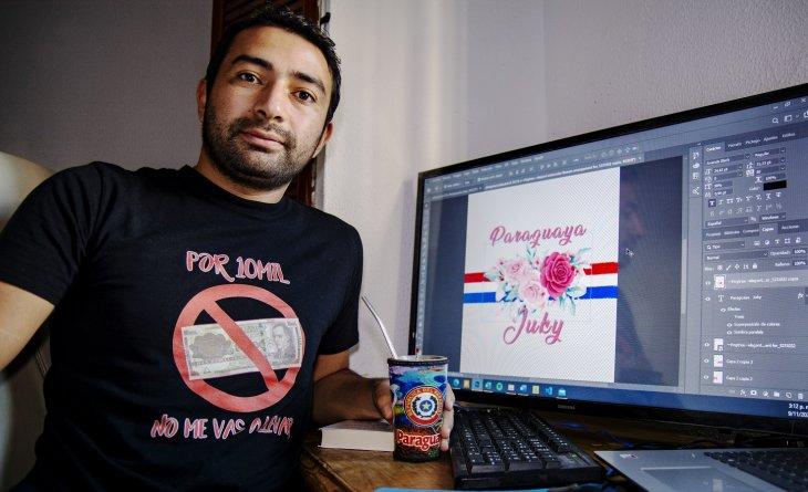 Paraguayo sobresale en España con sus diseños y frases en guaraní