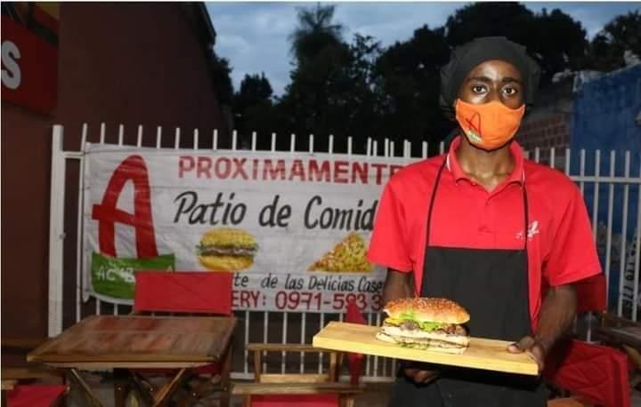 Angoleño crea hamburguesa afroguaraní